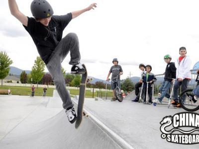 华盛顿14岁滑板少年新创世界滑板纪录