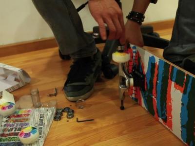 [视频]如何组装一块滑板