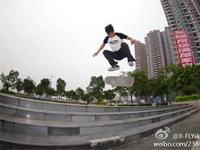 【城市滑报】南宁X-FLY滑板店店主凌书荣专访