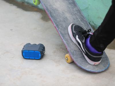 【NEWYE周三】有声音的滑板道具,Braven户外蓝牙音箱