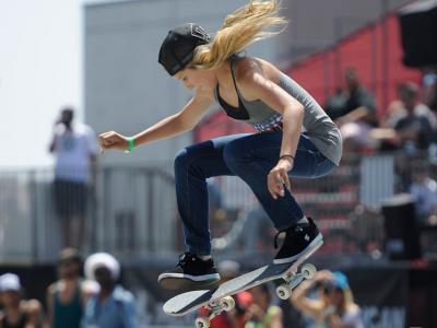【板女动态】史上首个完成滑板后空翻动作女滑手Alana Smit