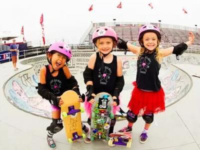 【板女动态】滑板上的三只粉红芭比