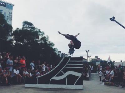 【城市滑报】Station X 1985滑板店合作赞助滑手阳仔
