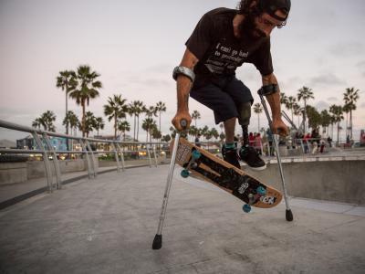 【盘问】拄着拐杖滑板的Conner Millan,一个关于坚持的故事!