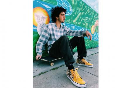 Rowan Zorilla 上脚 Supreme x Vans Sk8-Mid Pro 驰骋洛杉矶街头