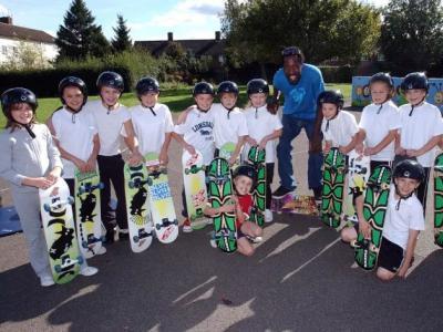 国际的滑板步伐 - 砂子塘新世界小学