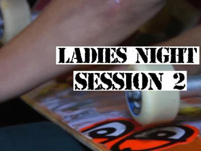 女孩们在一起不是只有八卦,还能有难忘的滑板夜!