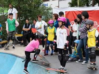 2018 U系列「中国青少年滑板巡回赛」深圳站碗池赛雨中颁奖