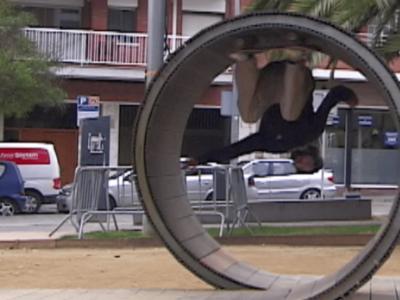 「Sour Files」第15集来了,Simon Isaksson挑战街头Loop地形