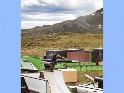 滑板与滑雪场公园的较量?
